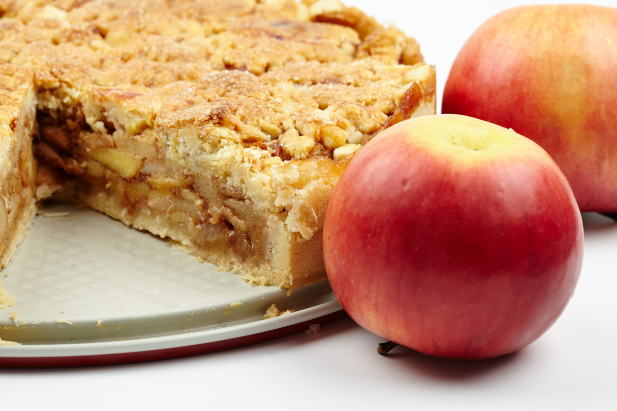 apple crumble pie with apples